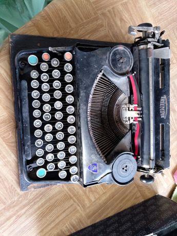 Ретро пишеща машина  Triumph