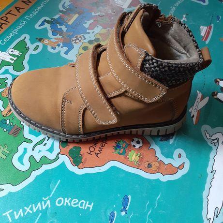 Продам детские кроссовки на мальчика 28 размер