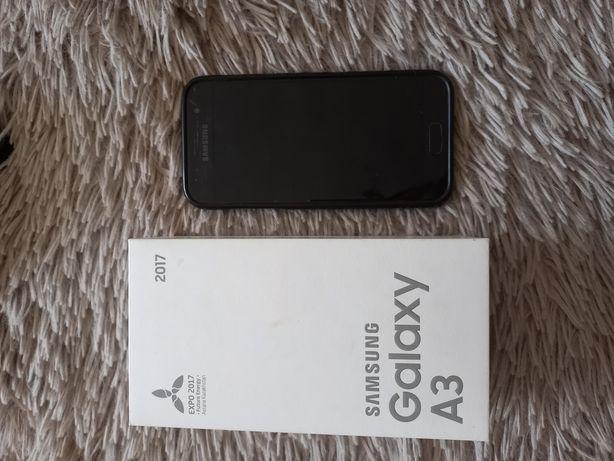 Продам Samsung A3 2017 года в хорошем состоянии