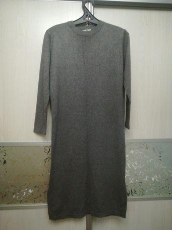 Продам Платье Трикотажное по бокам вырез