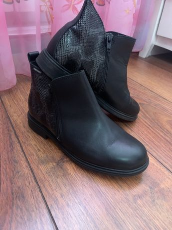 Ботинки на девочку кожаные   Пабловски  34 разм