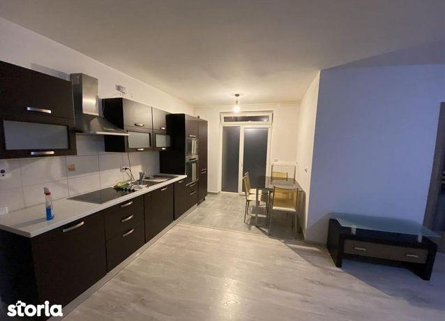 Apartament cu 3 camere de vânzare, Floresti.
