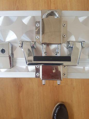 Алуминиев куфар с допълнително секюрити осигуряване