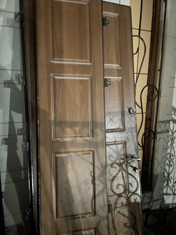 металлический дверь