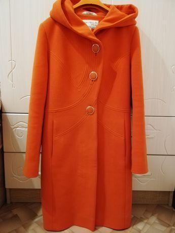 Продам пальто сезон весна - осень
