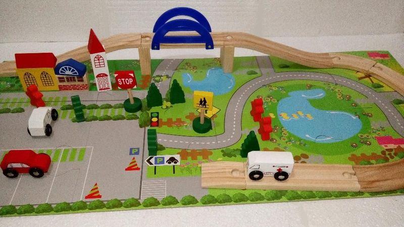 Дървен Конструктор с релси и парк,надлез, дървени коли в 40 части гр. Бургас - image 1