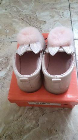 Розови обувки за момиче
