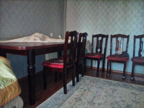 стол со стульями (8 шт.) б/у