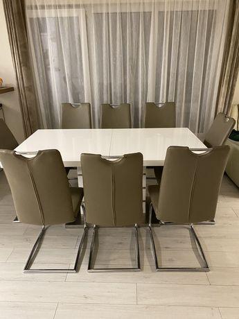 Masa extensibila cu 8 scaune
