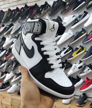 Adidasi Nike Air Jordan 1 Retro Black&White Edition