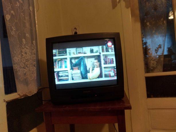 Televizor, radiator din tabla, pe ulei și radio vechi