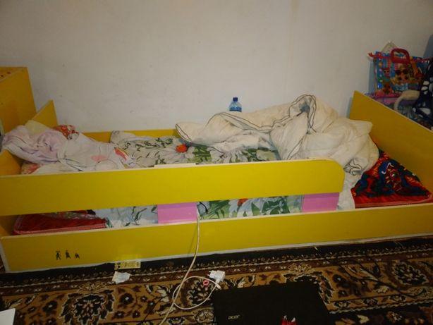 Продам мебель ,шкаф,кровать,тумбочки