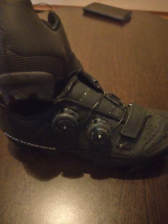 Adidasi de semicursiera si Adidasi de cataract fila