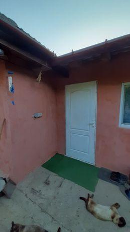 Schimb apartament si casa cu o casa pentru 2 familii