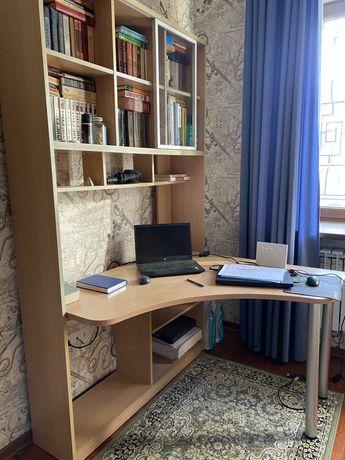 компьютерный стол с книжными полками