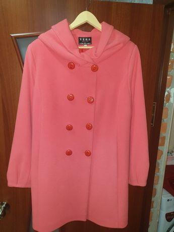 Продам женское пальто, размер  52