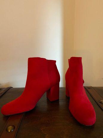Червени боти Bershka