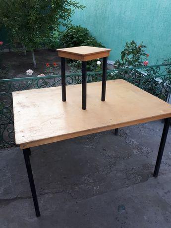 Стол с 4 табуретками