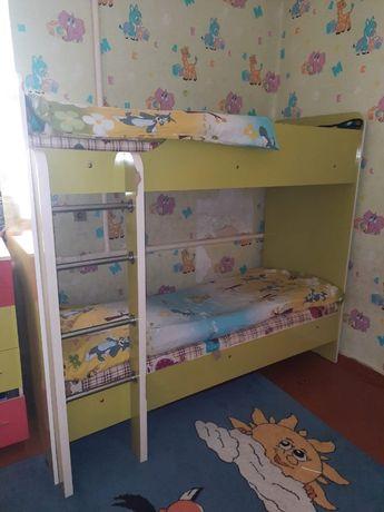 Кровать комод и парта