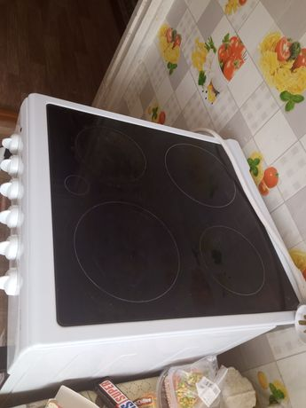 Продам электрическую плиту Дарина и микроволновку б/у в хорошем состоя