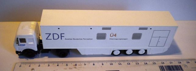 Vand cap tractor MERCEDES BENZ+semiremorca televiziune,scr1:87,HERPA