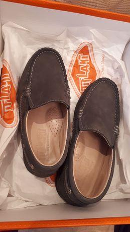 Детский обувь, почти новый мокасы от Тифлани.