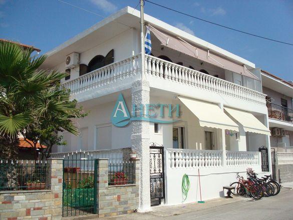 Внушителна къща в курортно селище Врасна Солун Гърция на 40м от плажа