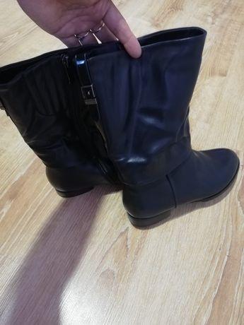 Продам новые туфли 38 и осенние сапоги 39