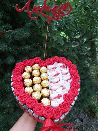 Доставка цветов и подарков. Подарочная коробка с мерси