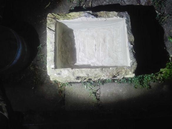 Каменни корита от дялан камък