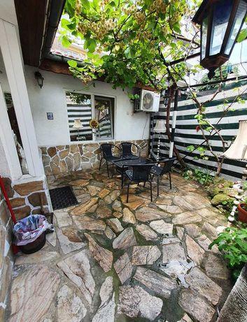 Етаж от къща + къща за гости, Варна, Аспарухово