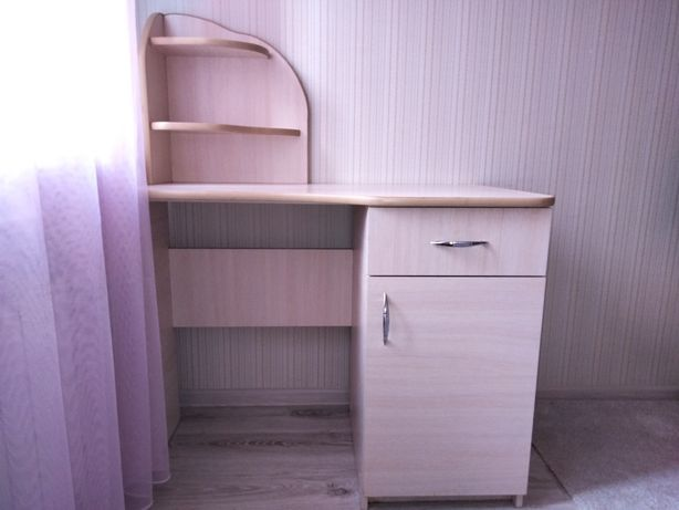 Продам компьютерный стол и кресло
