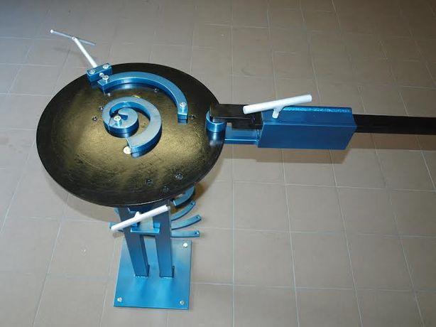 Dispozitiv de îndoire la rece şi cald a profilelor din oțel,platbande