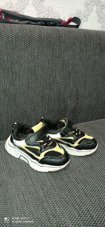 Продам кроссовки 25-26 размер