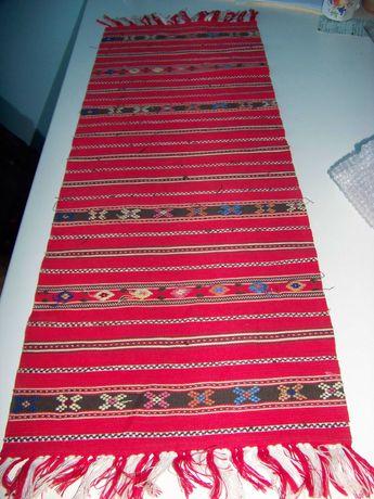 Tesaturi traditionale romanesti lucrate manual si la razboi