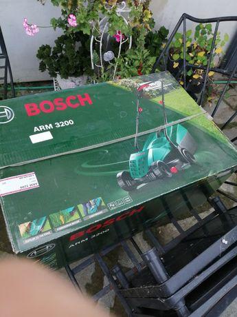 Mașina electrică de tuns iarba