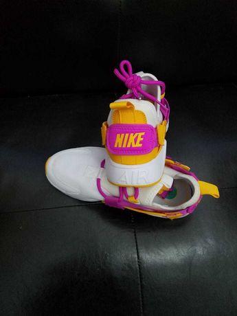Adidasi Nike noi
