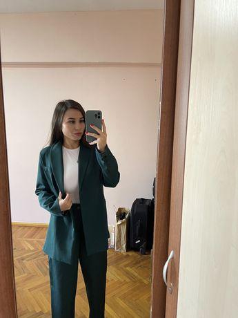 Новый стильный костюм пиджак,брюки палаццо в темно-зеленом оттенкерр S