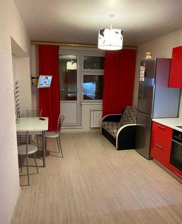 В районе Гранд парка сдам мебелированую 1 комн квартиру 70000