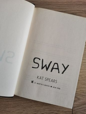 (Книга на английски език) Sway - Kat Spears