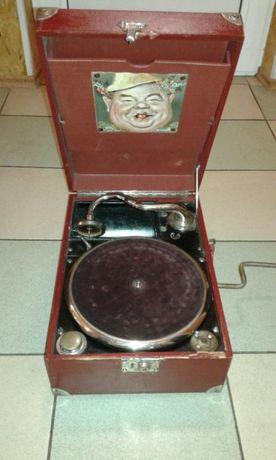Стар грамофон немски с три грамофонни плочи.