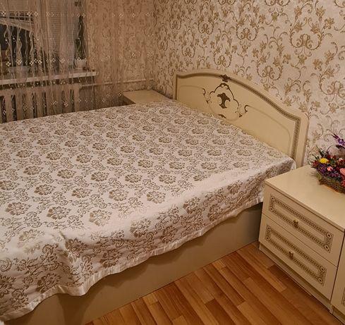 Продам кровать 160×200 с матрасом. И две тумбы. В отличном состоянии!