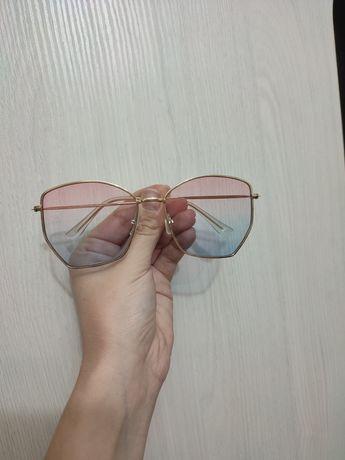 Солнечные очки цветные