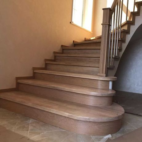 Лестница с подиумными ступенями