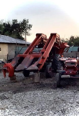 Vând culegătoare pe 2 rănduri și tractor UTB650