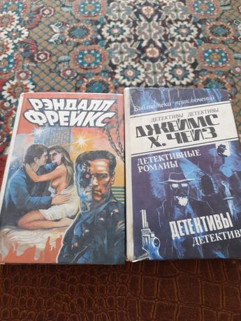 Книги фантастика и детектив.