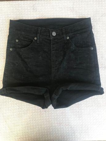 Черни къси гащи с висока талия +блуза /подарък/