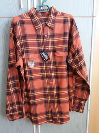 Продавам карирана мъжка риза внос от Германия