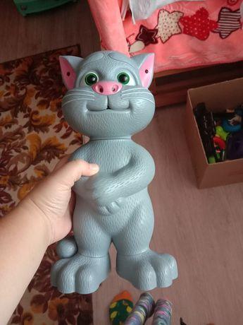 Продам игрушку говорящий Том не дорого