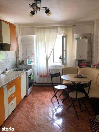 Apartament 3 camere, zona Racadau